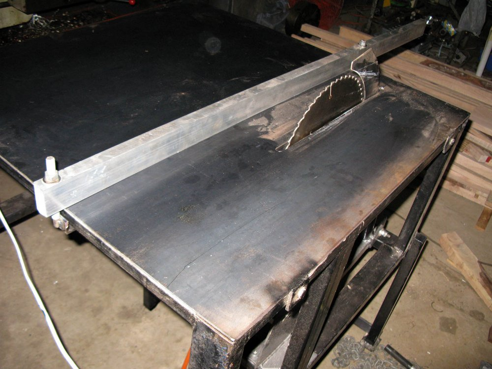 13. Saw table with top 3mm plate, fence and riving blade IMG_0806.jpg