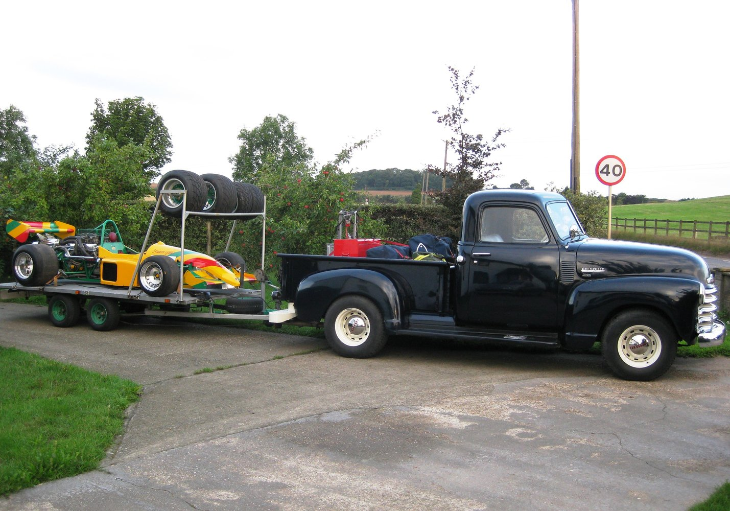 chevy_towing racer1.jpg