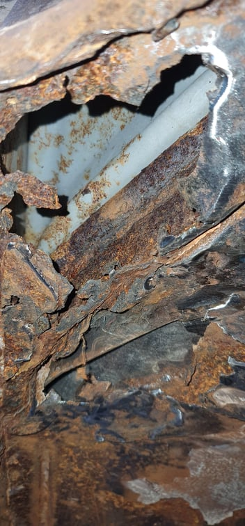 floor rot to the sill.jpg