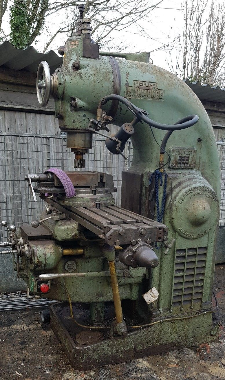 Milwaukee Model H Vertical Milling Machine 4.jpg