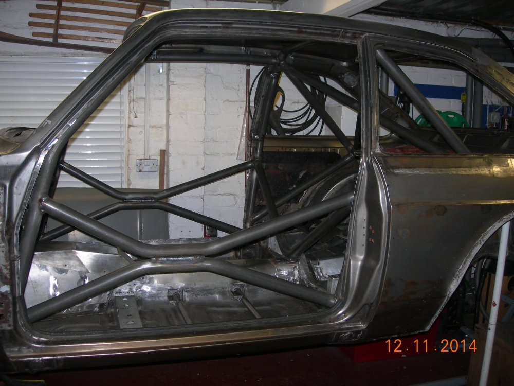 Roll cage fully welded 002.JPG