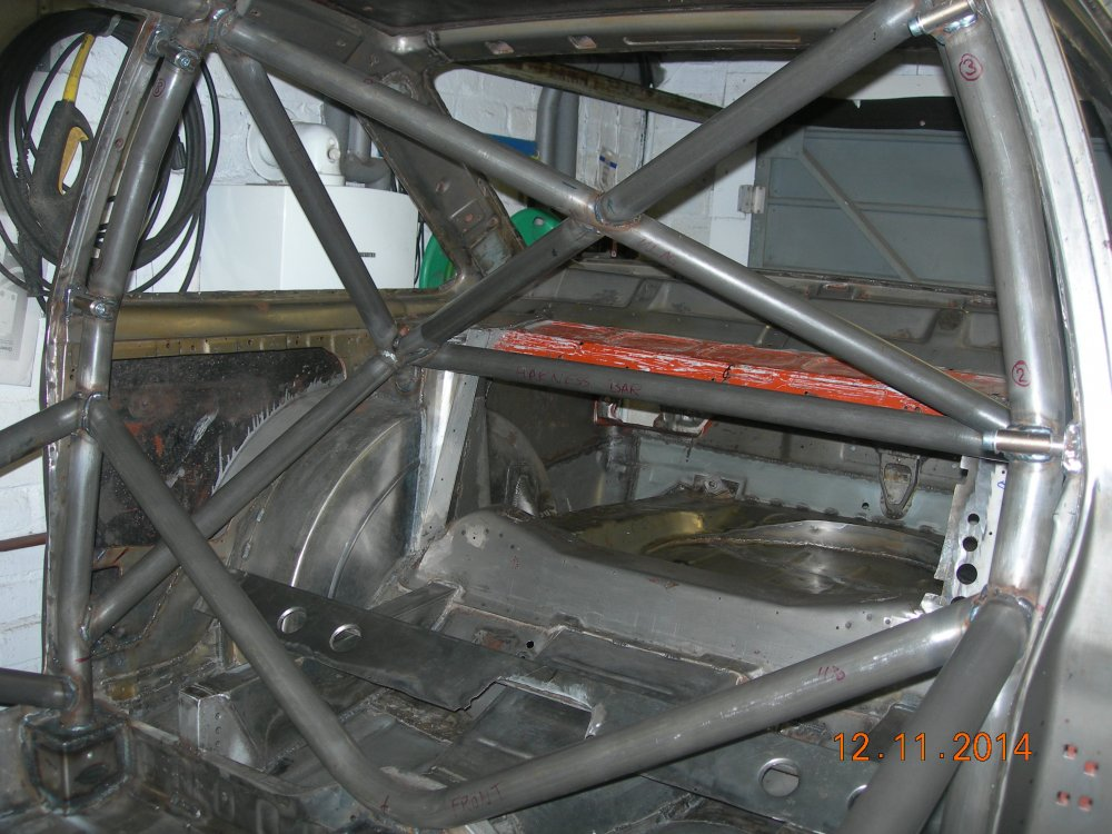 Roll cage fully welded 007.JPG