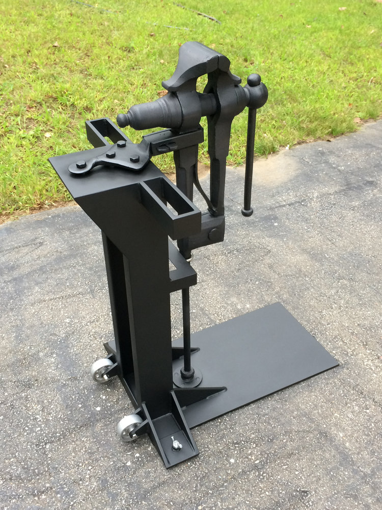 vise-stand-with-vise-2.jpg