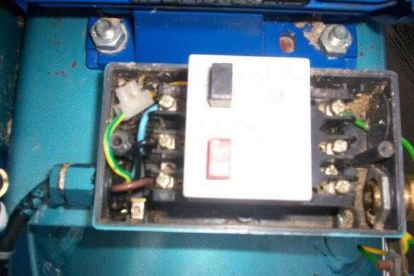 Is my compressor 3 phase mig welding forum if it is three phase does anyone know what i would need to do to convert it to single phase domestic so i dont blow up the house publicscrutiny Gallery